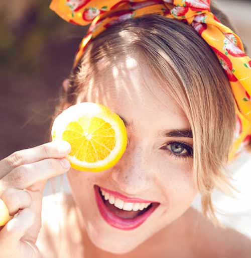 как_избавиться_от_веснушек_маска-с-лимоном