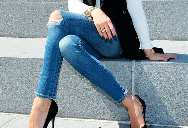 Модные рваные джинсы и узкие скинни: тенденции, с чем носить