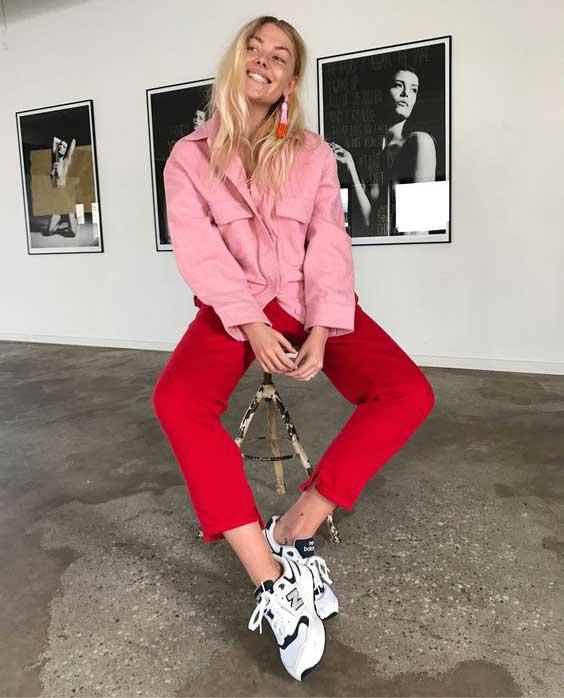 Белые кроссовки с красным денимом