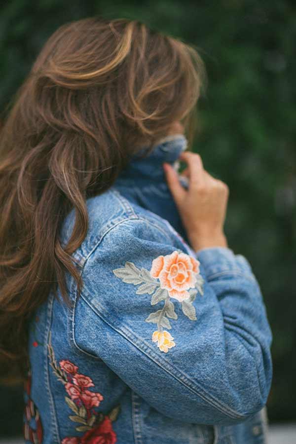 Шикарная вышивка на джинсовой куртке