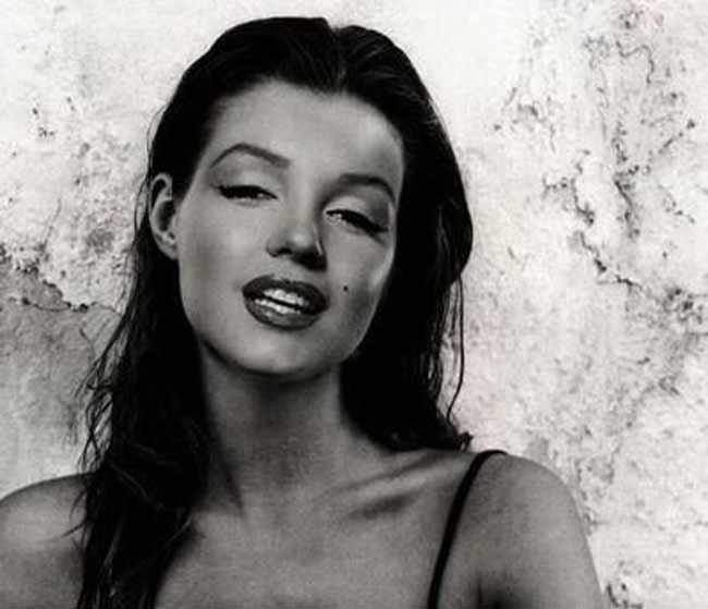 Marilyn Monroe брюнетка