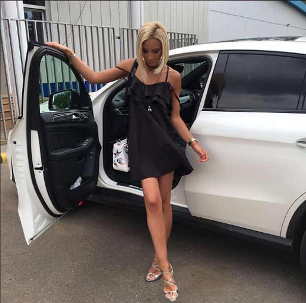 Ольга Бузова и чёрное платье