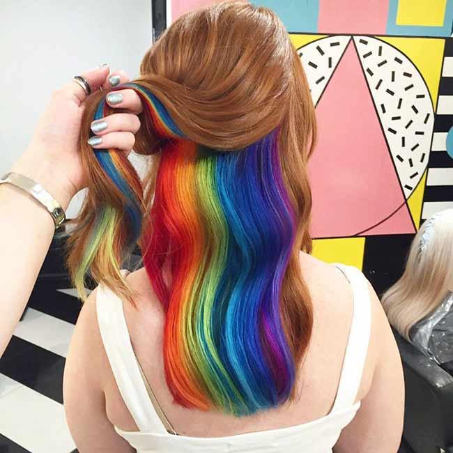 Пример скрытое радужное окрашивание в волосах брюнетки