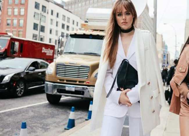 Белый брючный костюм + белое пальто