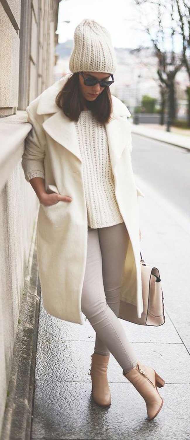 Белый свитер + светлое пальто + джинсы