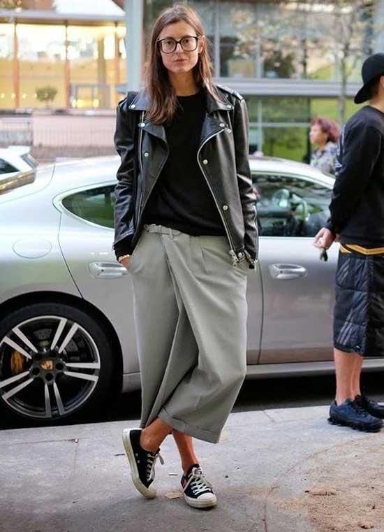 Асимметричные широкие укороченные брюки с обувью на каблуке