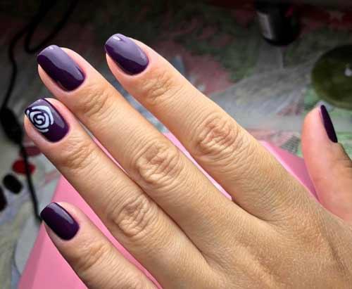 Фиолетовое покрытие ногтей