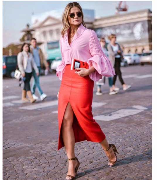 Смелый образ с красной юбкой. Фото: Milena Marques