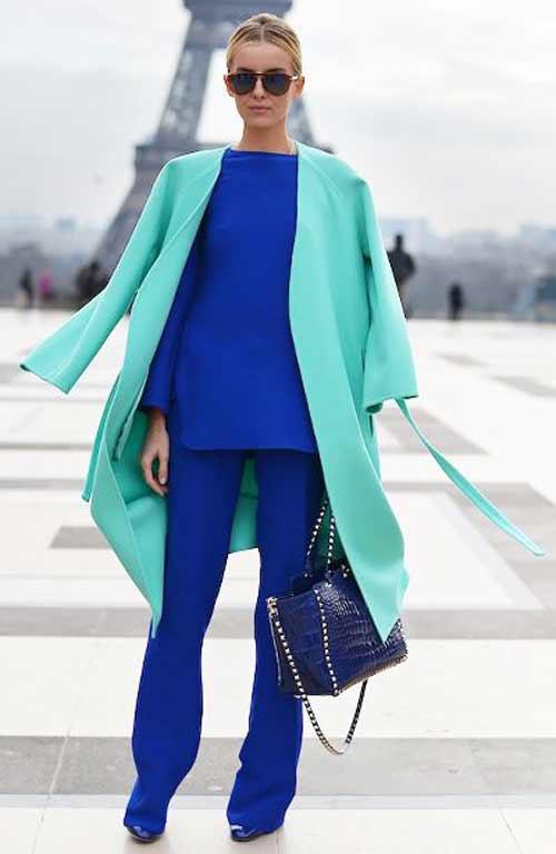 Синий костюм и изумрудный цвет