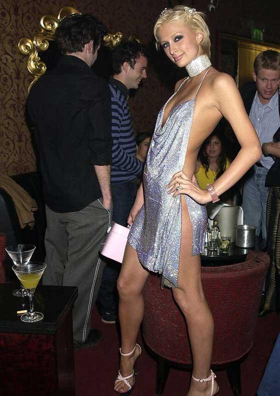 Блестящее открытое платье Пэрис Хилтон