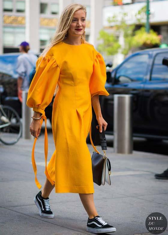 Ярко-желтое платье и аксессуары