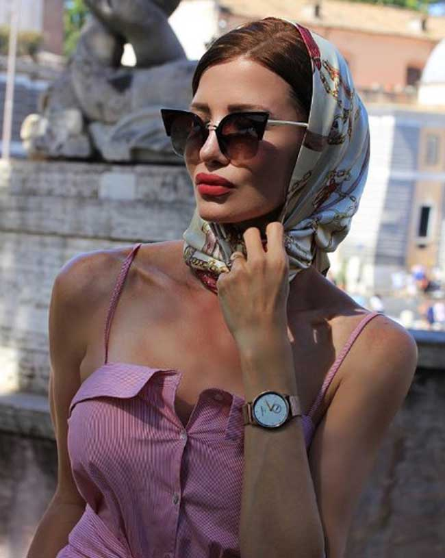 Платок, очки и украшения realfashionist