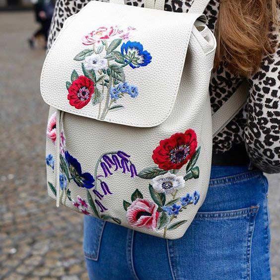 Рюкзачок с цветочной вышивкой