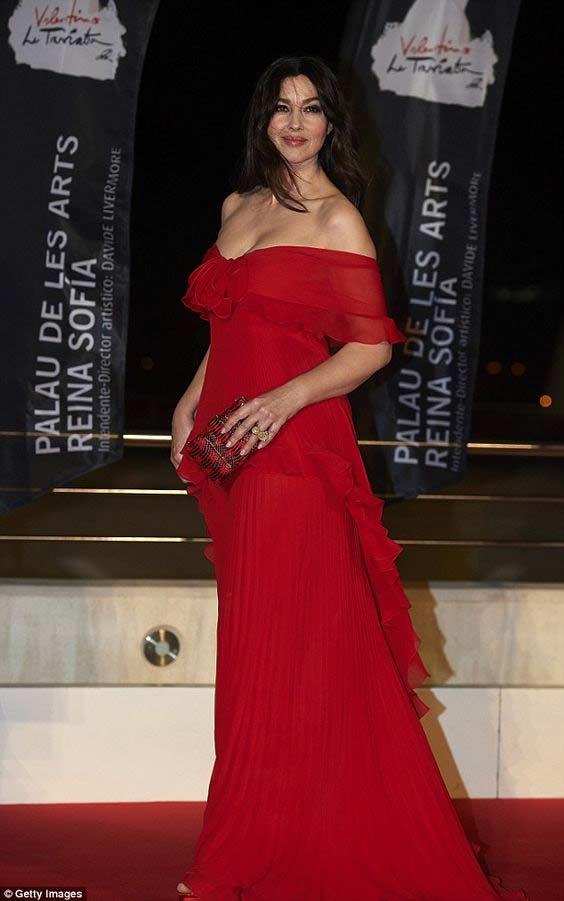 Платье со смещеной талией, на примере Моника Белуччи