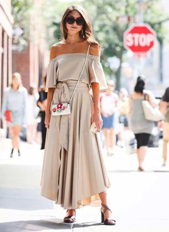Платье в нюдовых тонах