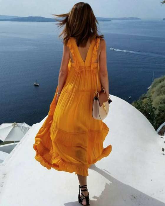 Желтое летнее платье с воланами