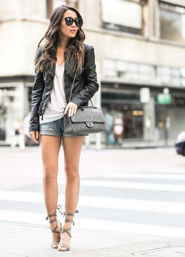 Джинсовые шорты и черная кожаная куртка