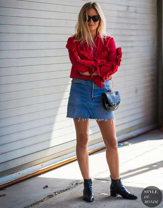 Красная блуза и мини юбка