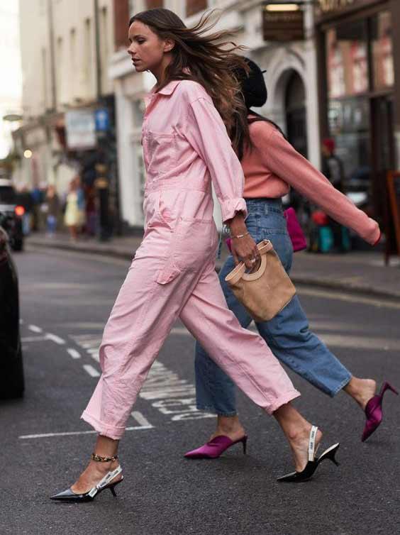 Розовый комбинезон для повседневных образов