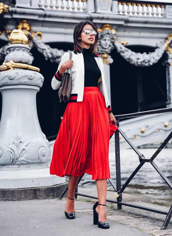 Красная юбка и водолазка