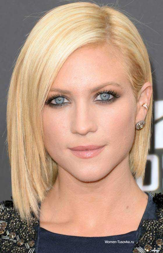 Структура волос - тонкие, блондинка