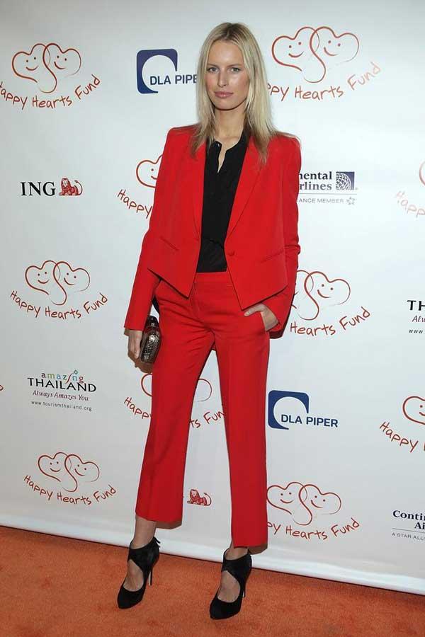 Красный костюм, укороченные брюки