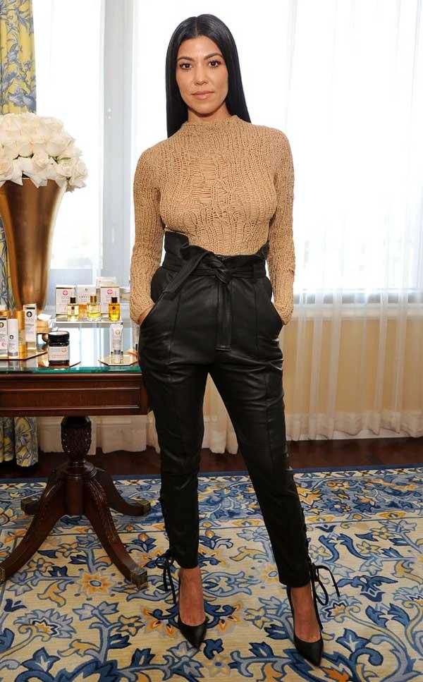 Кортни Кардашьян в широких брюках