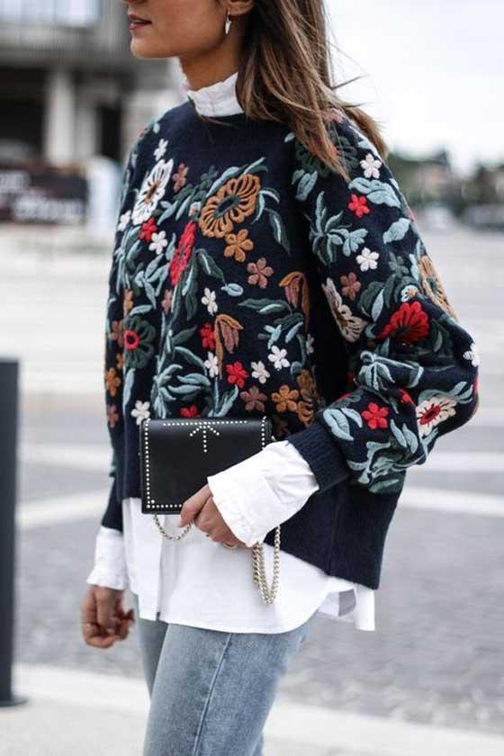 Образ с модным свитером - принт цветы+ белая рубашка