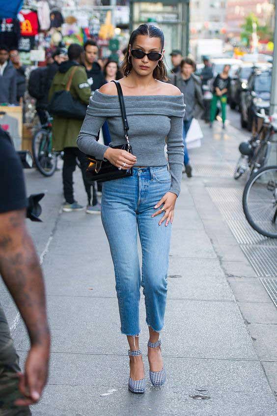 Белла Хадид серый свитер с джинсами