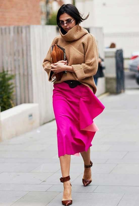 Базовый цвет свитера и яркая юбка