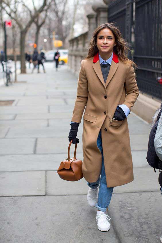 Мирослава Дума в бежевом пальто