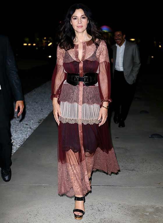 Моника Беллуччи в бордовом платье