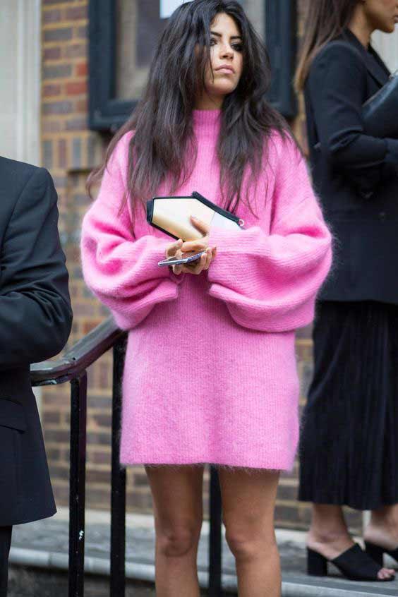 Розовое платье свитер модный образ 2018