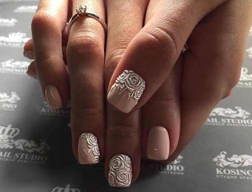 Нюдовый дизайн с росписью короткие ногти