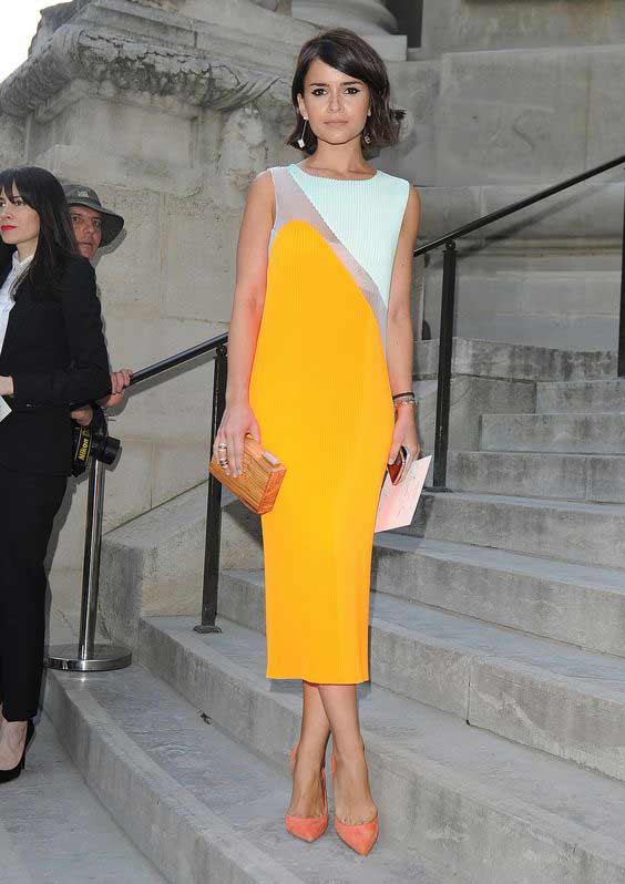 Желтое платье сочетание с аксессуарами