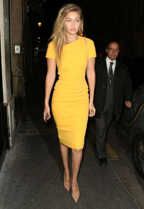Облегающее желтое платье