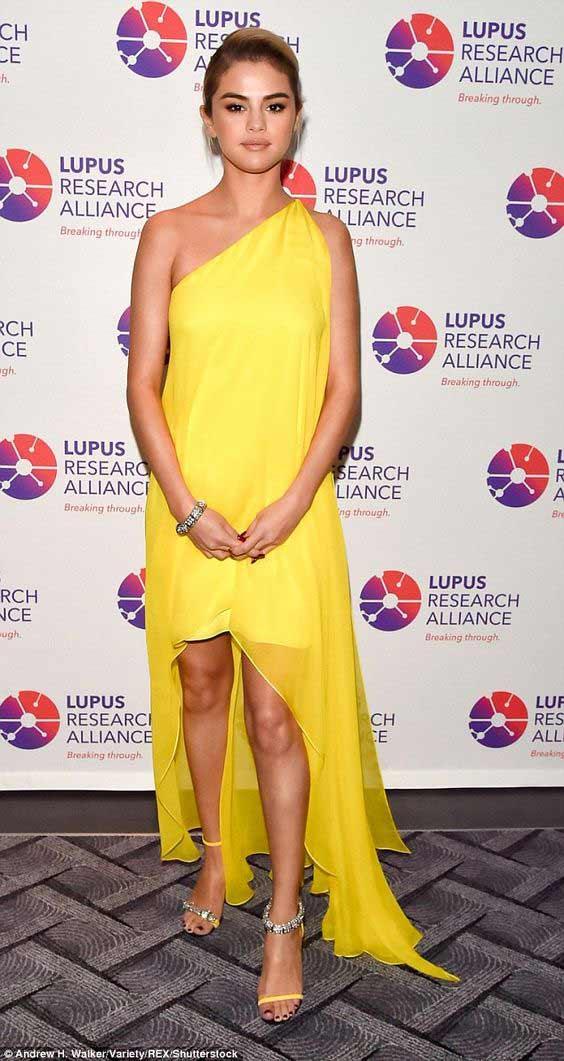Желтое платье -варианты с подиумов, хиты Нового 2018 года