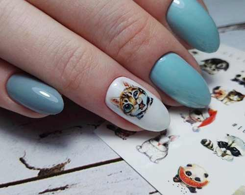 Наклейка на ногтях кот