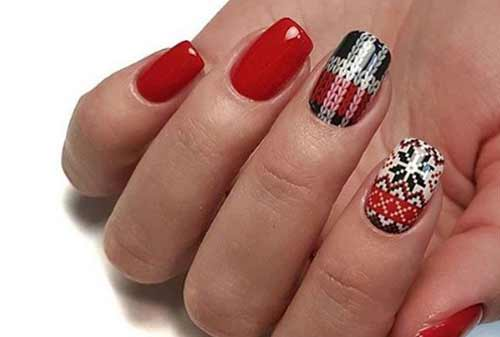 Акцент с помощью наклеек на 2-х ногтях