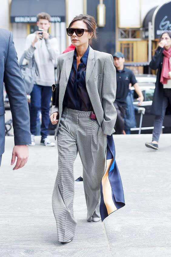 Виктория Бекхэм - темная рубашка с костюмом
