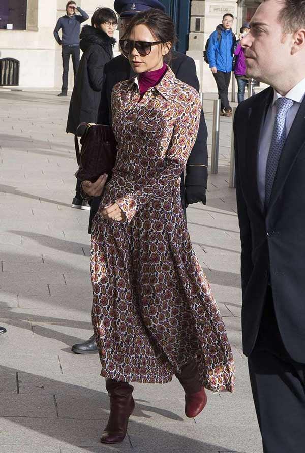 Как носить водолазку стильно образы Виктории Бекхэм