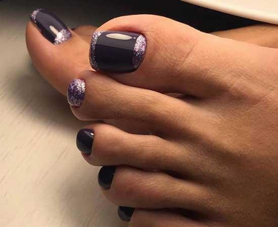 Модный фиолетовый цвет на ногтях и блестки
