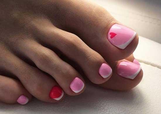 Розовый френч на ногтях ног