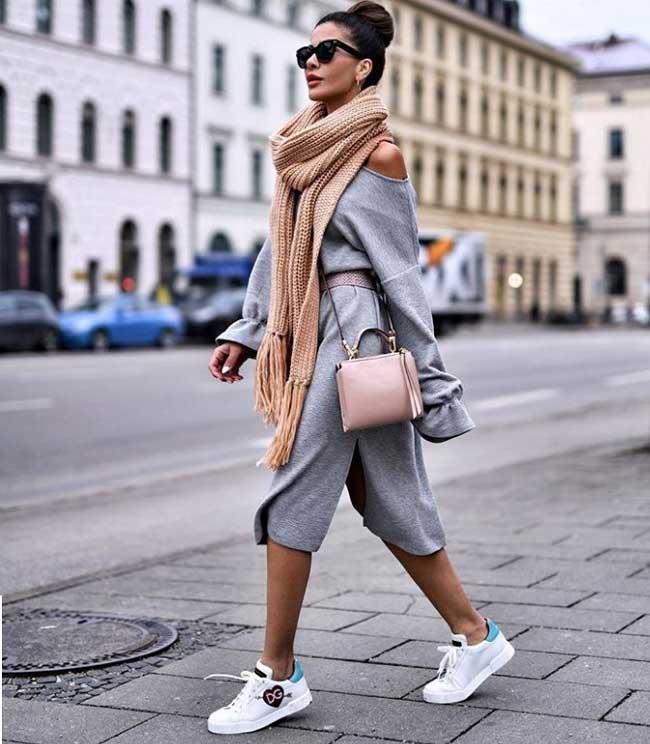 Платья, которые лучше носить со спортивной обувью, фото с платьем-миди