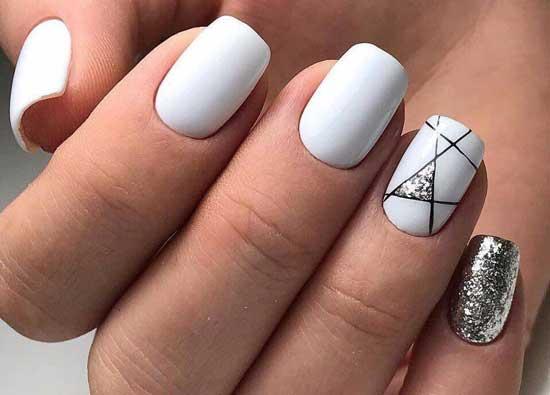 Белый и геометрический рисунок на одном ногте