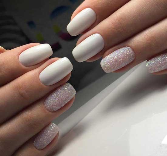 Белый и бархатный песок на ногтях