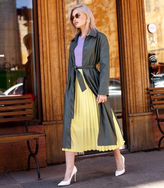 Образ с юбкой-плиссе пастельно-желтого цвета