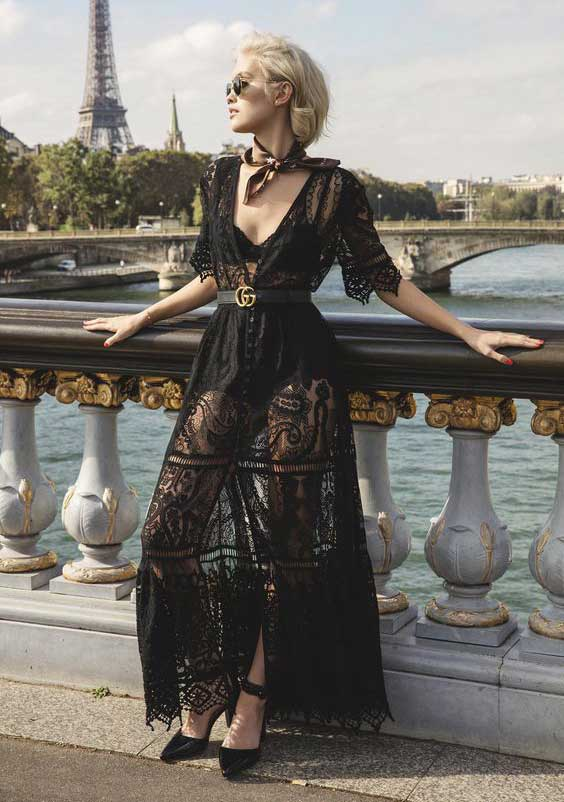 Черное платье и минимум аксессуаров