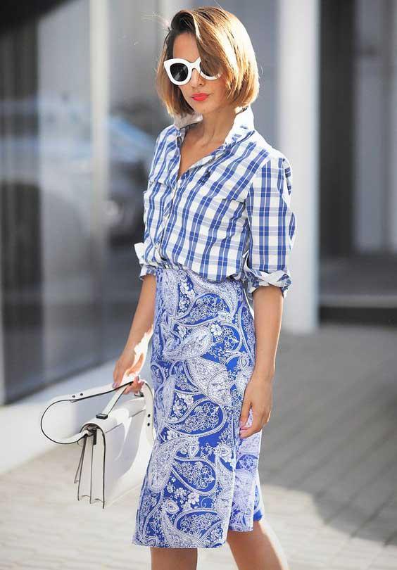 Голубая рубашка в клетку с юбкой