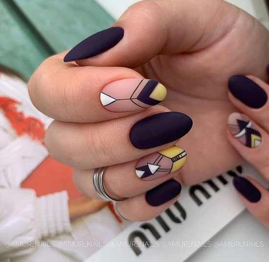 Матовый с треугольником на ногтях